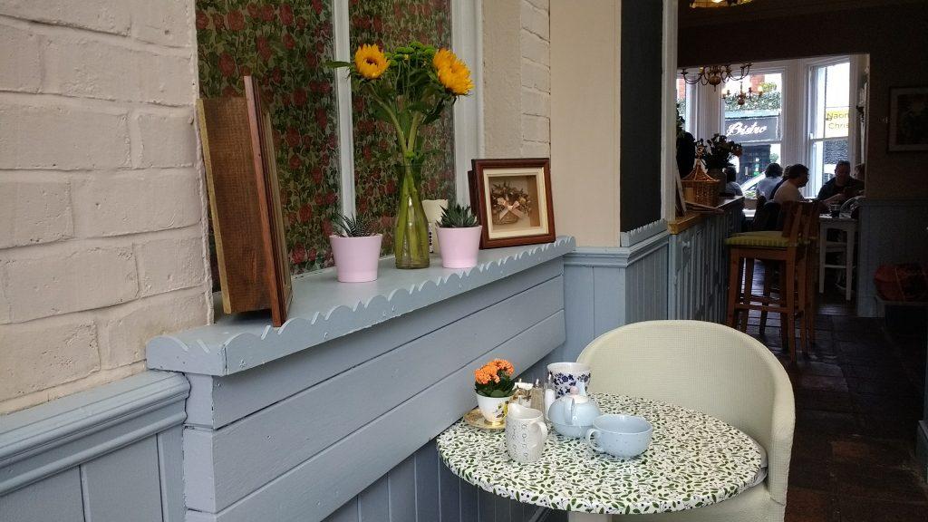 Lamppost-Narnia-Cafe-Belfast